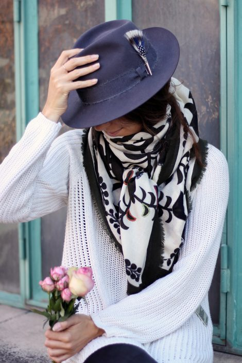 Chapeau feutre et écharpe assortie