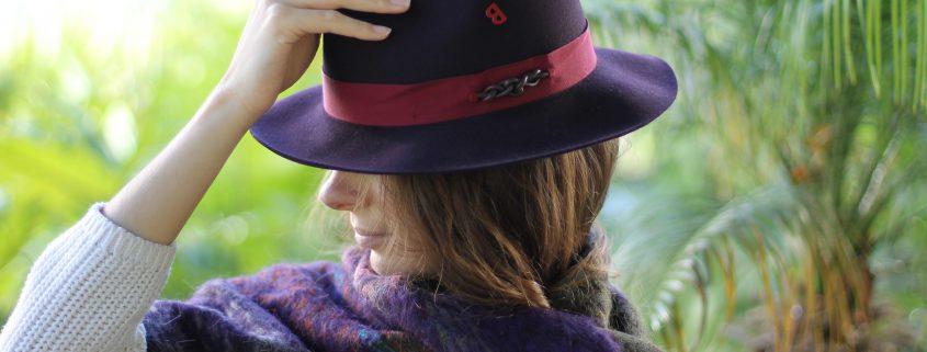 Chapeau Tribeca Prune et écharpe écossaise Cosy